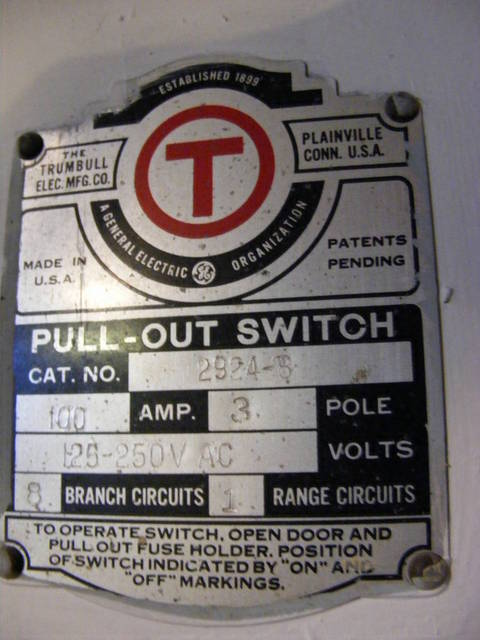 Trumbull Pull-Out Switch 2/2